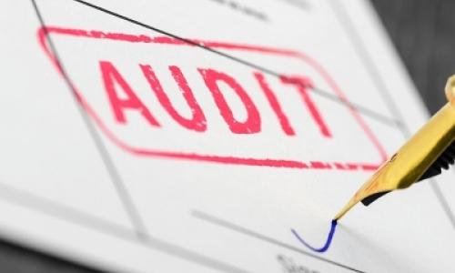 v správe audítora fosílne datovania presnosť